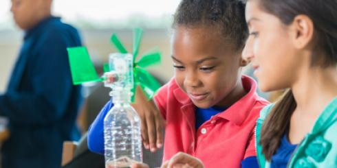 Young learners make a windmil out of a waterbottle.